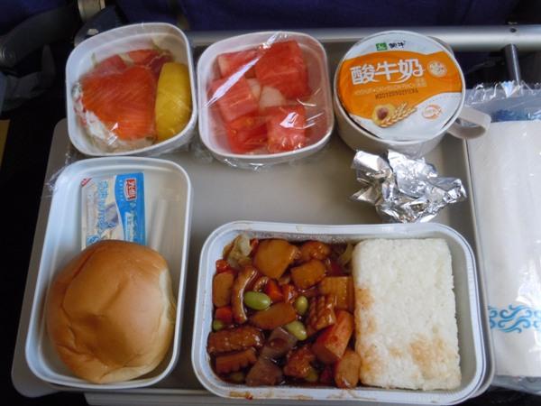 中華丼風の中国国際航空の機内食
