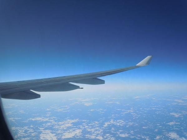 機内から見たA330-200型機の翼