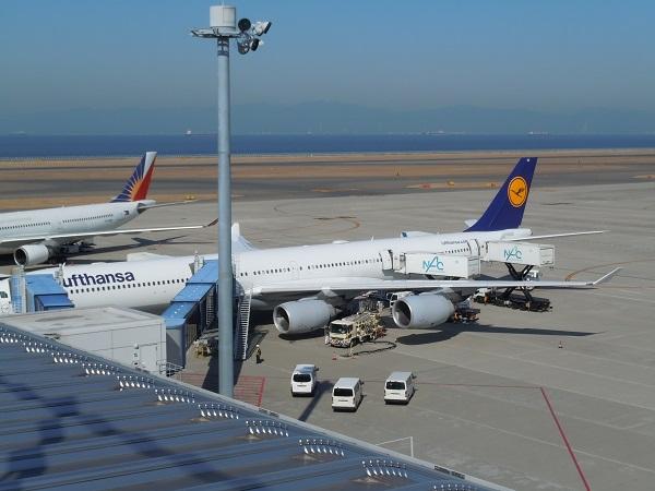 セントレアに駐機する搭乗機のルフトハンザドイツ航空A340-600