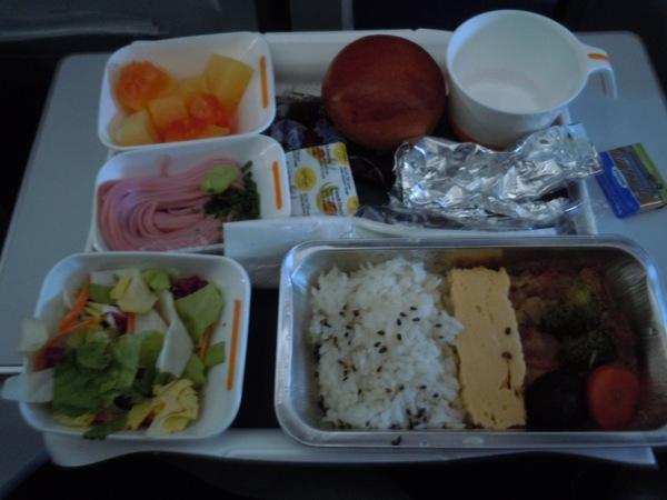 フランクフルトから名古屋・中部国際空港路線で提供された機内食(和食)