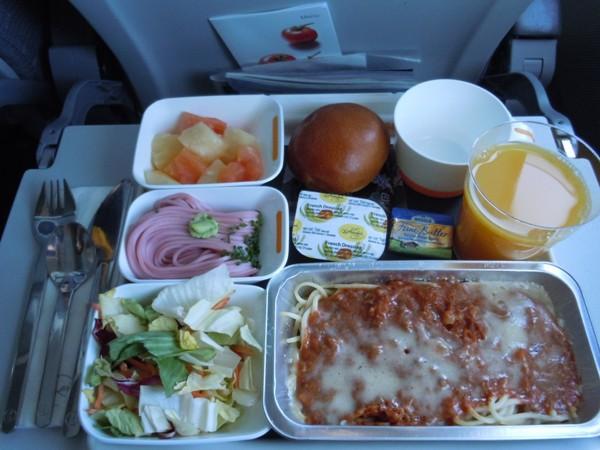 フランクフルトから名古屋・中部国際空港路線で提供された機内食(パスタ)