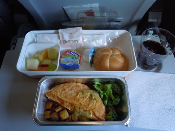 フランクフルトから名古屋・中部国際空港路線で提供された機内食(2回目)