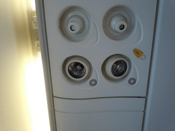 座席上部のライト・空調類