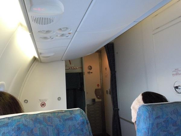 Q400の機内最前部の様子