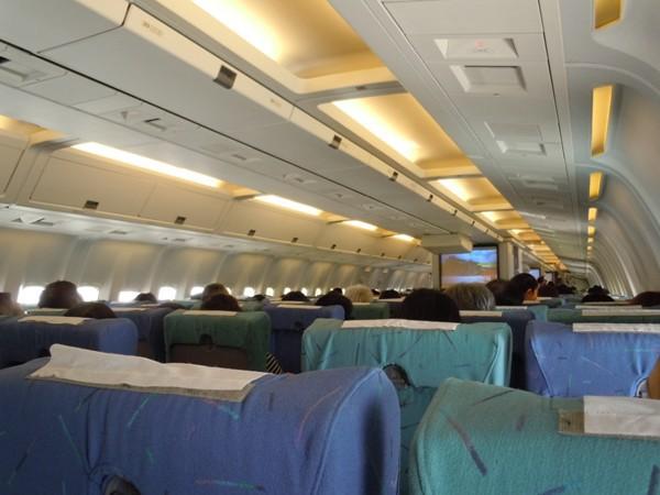 レトロな雰囲気漂う機内