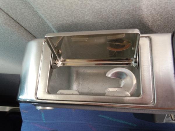 シートに装備された灰皿
