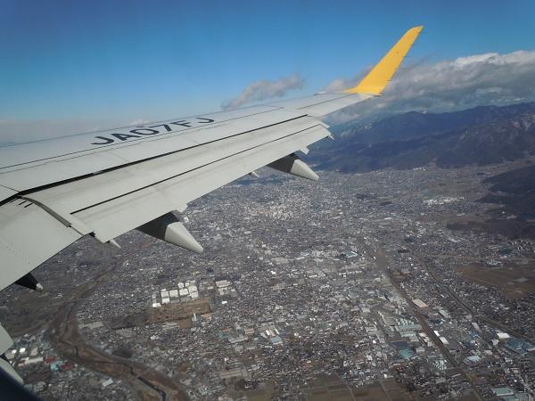 松本空港離陸後に見えた松本市街地上空