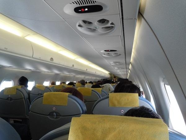 E175型機の機内の様子