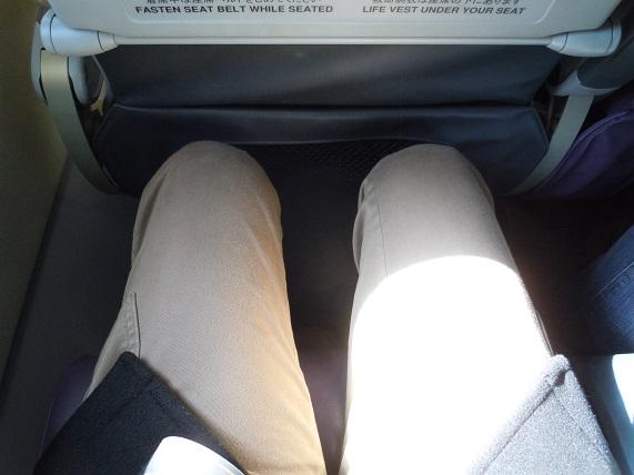 ピーチ(peach)のA320型機の足元の広さ