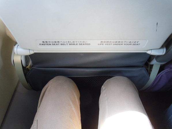 ピーチの座席の足元の広さの様子