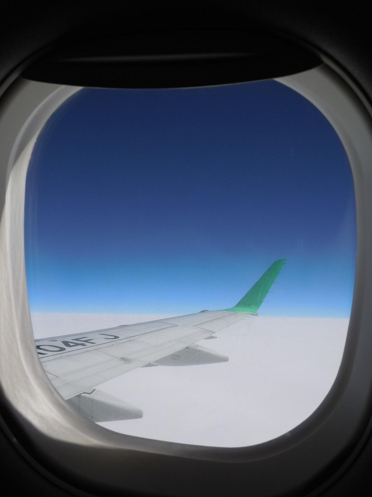 E170型機の大きな窓から見た景色
