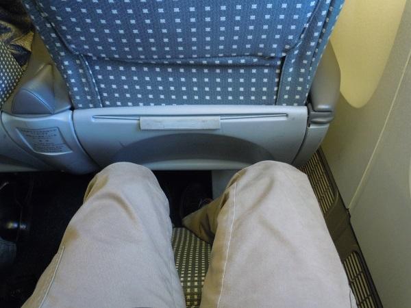 レッグレスト展開時のクラスJシートの足元の広さ