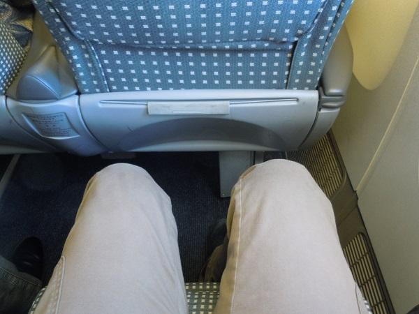 クラスJシートの足元の広さ