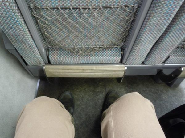 特急しなのの座席の足元の広さ