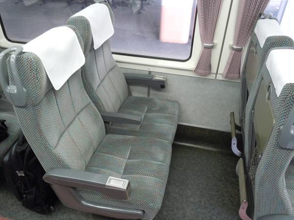特急しなのの自由席の座席