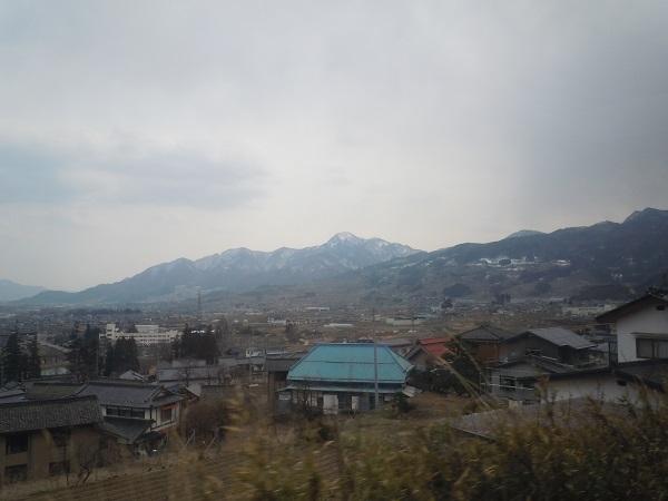 車内から見える長野の山々