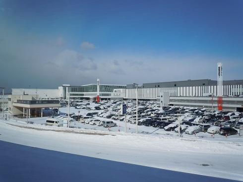 晴れの天候の新千歳空港の様子