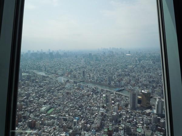 高さ350mの東京スカイツリー展望デッキからの景色
