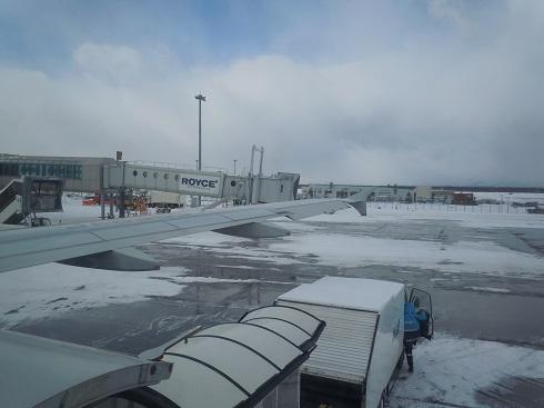 機内からの新千歳空港出発前の眺め