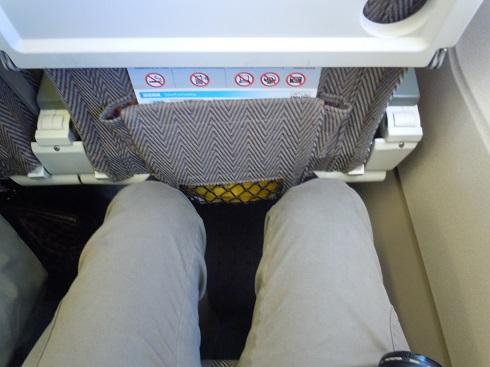 ANAの広々とした足元空間の座席