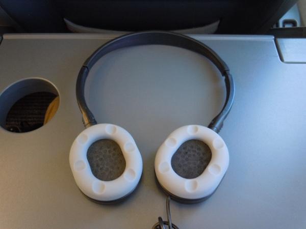 機内備え付けのヘッドホン