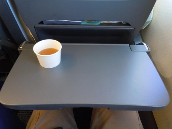 機内で飲んだANAのビーフコンソメスープ