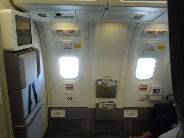 翼の上の非常口座席