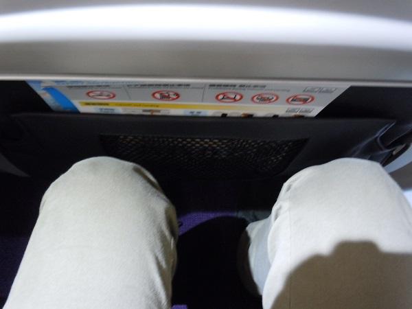 バニラエアの座席の足元の広さ