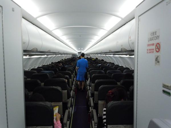 機内最後部からのバニラエアの機内の様子