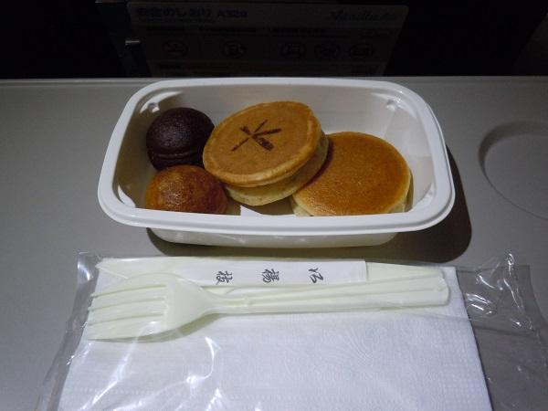 バニラエアの機内販売のパンケーキ
