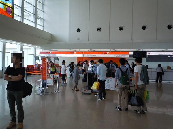 那覇空港のジェットスター搭乗手続きカウンター