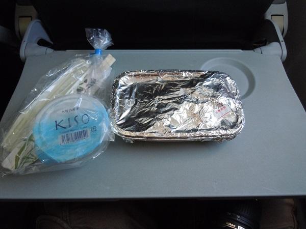 ジェットスターの機内食提供時の様子