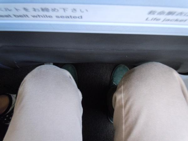 他社LCCと同様の広さのジェットスタージャパンの座席の足元の広さ