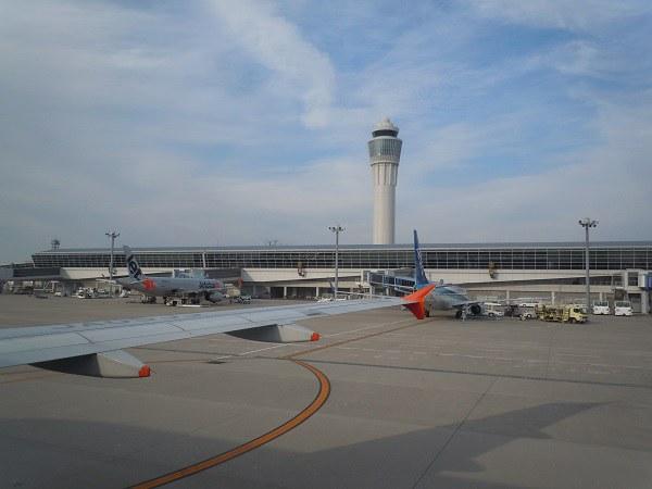 中部国際空港到着時の様子と機内から見えた管制塔
