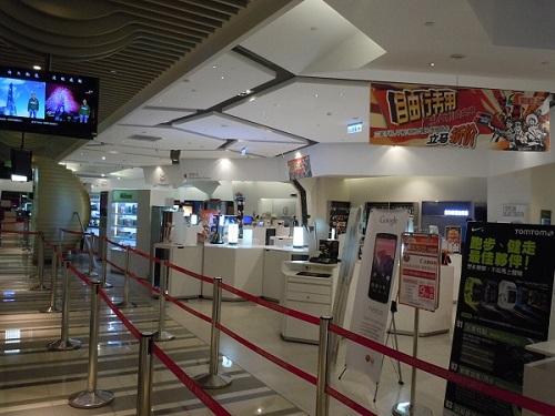 台北101展望台へのエレベータフロアに隣接された家電コーナー