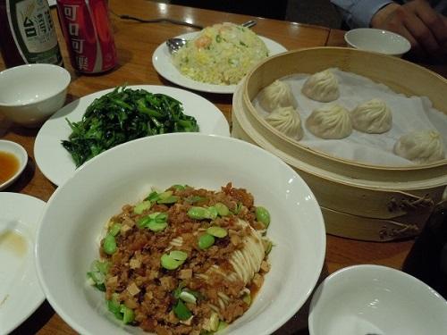 鼎泰豐にて注文した台湾料理など