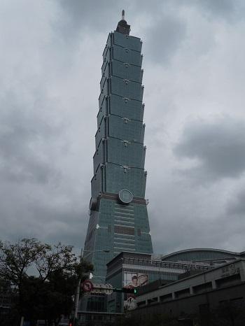 高さ509.2mの台北101の全体像