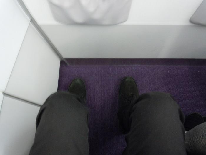 バニラエアの最前列座席のリラックスシートの足元の広さ