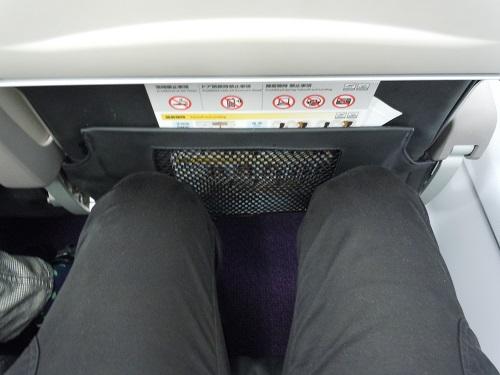バニラエアのA320型機の座席の足元の広さ