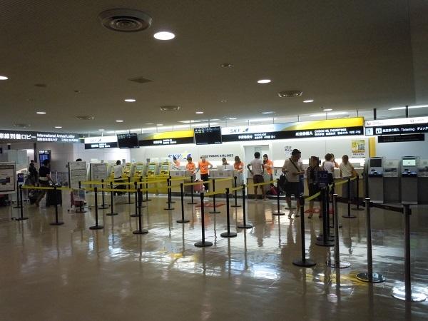 成田空港のスカイマークの搭乗手続きカウンター