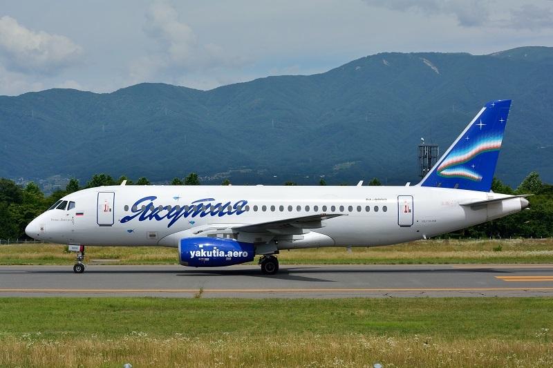 松本空港に飛来したヤクーツク航空のSSJ-100型機
