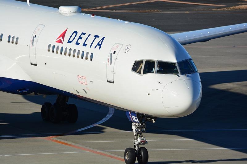 デルタ航空のB757-200型機の機首