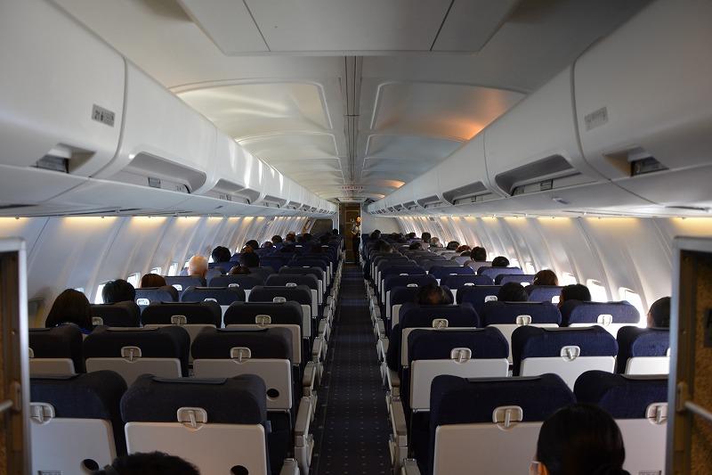 機内最後部から撮影した機内の様子