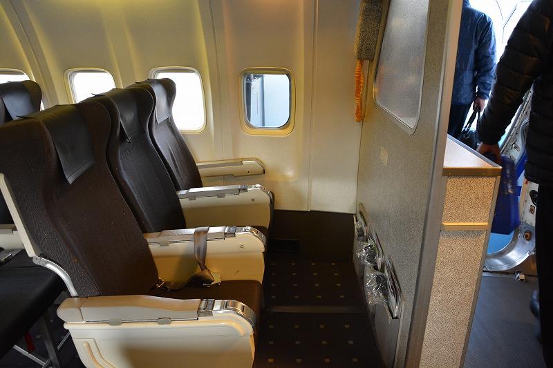 ANAのB737-500型機の最前列座席