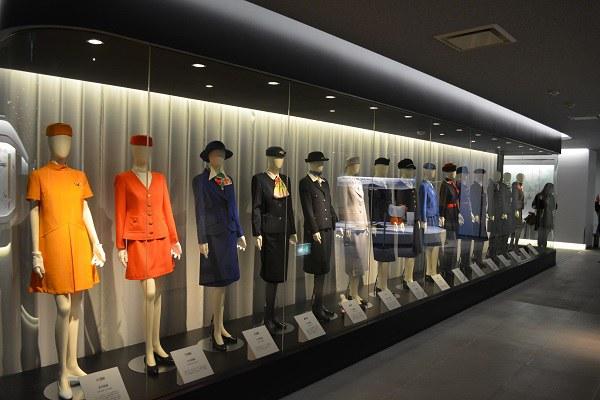 JALの歴代CAさんの制服コレクション