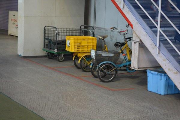 整備場でよく使われる3輪自転車
