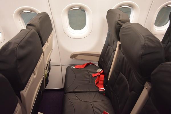 バニラエアの革製の普通席