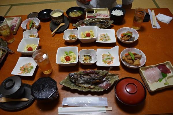 屋久島の民宿で食べた地元食材をふんだんに使用した夕食