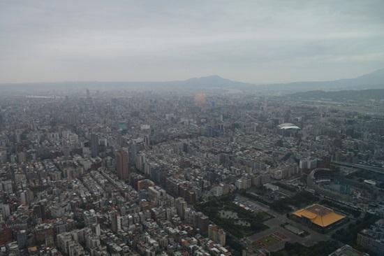 高さ382mの台北101展望台から望む台北市街