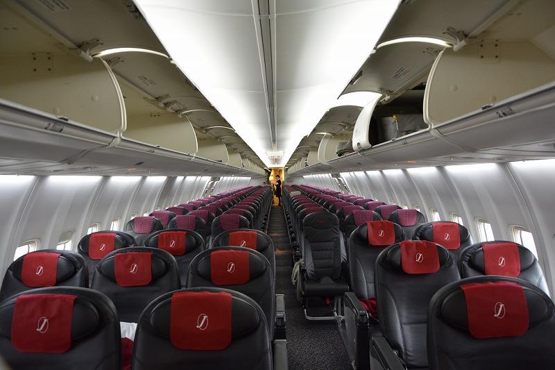 JALのB737-800型機の機内全景